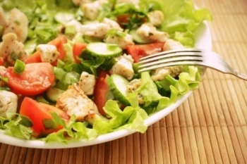 Овощной салатик к омлету