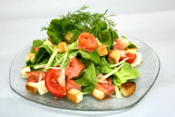 Салат с малосоленой семгой
