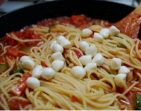 Спагетти с уткой и моцареллой